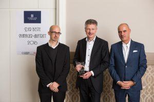 Preisträger Dr. Elmar Degenhart, CEO der Continental AG (Mitte), Prof. Joachim Scharloth von der TU Dresden (links) und Dr. Stefan Wachtel (Foto: Guido Werner)